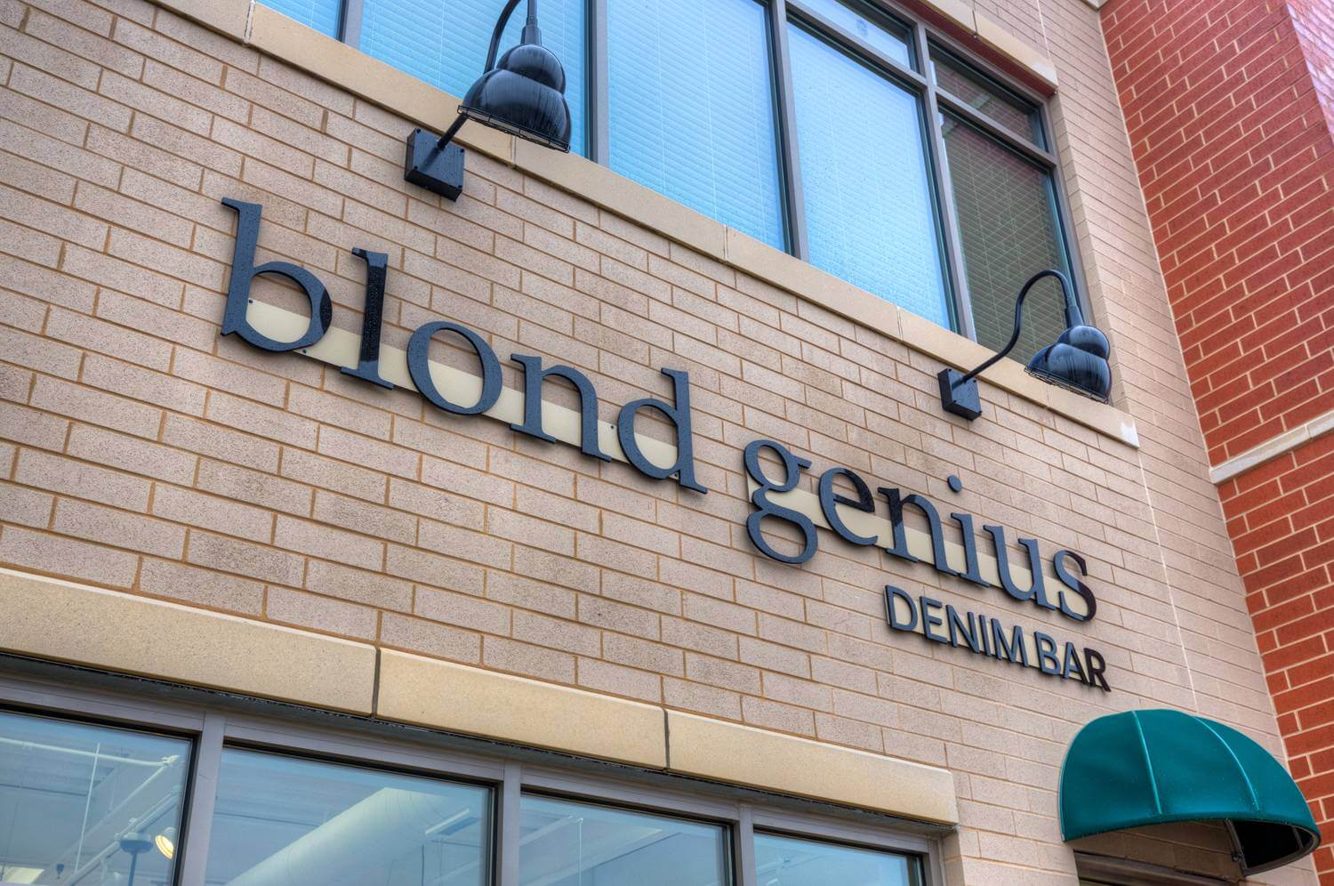 Blond genius sign